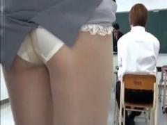 羞恥痴漢 地味スーツパンスト着用まじめ教育実習生美人JDが授業中に腰回り...