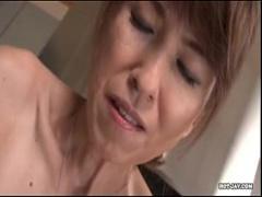 垂れ乳素人おばさん 熟れきった垂れきった乳をもみながらしおれたま○こを...