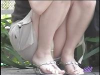 盗撮 勝手にパンチラ! 靴紐を直して片足上げたり、パンツ位置修正したりで...
