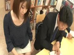 ミニスカ姿でママチャリで図書館に来た美人若妻が相当なスキモノで痴漢さ...