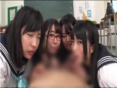 4人の可愛い同級生たちから一気に告白され4人同時攻撃で責められ子作り中...