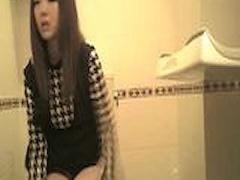 トイレ盗撮 ギャルのトイレ盗撮 女の子ってこうやってやるんだ! 可愛い