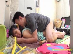 団地でガチの貧乳少女と着衣セックスを野外でするとかヤバイやつ
