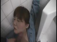 トイレ掃除のおばちゃんを後ろから襲ってパイズリさせたったw