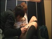 AV観ながら可愛い反応するめがねっ娘JKにバイブでイタズラしてフェラ抜き!