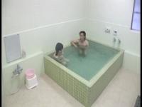 寝取られ 貸し切り風呂で彼女を浮気させるスティンガー企画