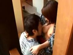 人妻ナンパ 温泉宿でママ友グループを口説いてハメまくり! 柔白巨乳を美味...