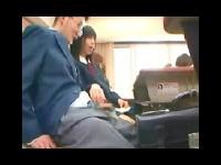 授業中にM男を机の下で手コキ抜きする痴女JK