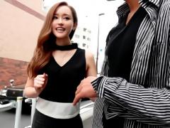 長身スレンダー痴女のセクシー女優が街角で声掛けした男性にスケベなテク...