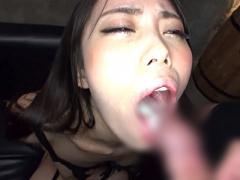 舌上に射精させた濃厚ザーメンを連続ごっくんし、丁寧な長時間お掃除フェ...