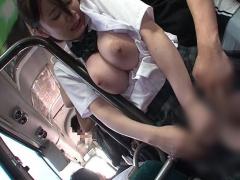 満員バスで美巨乳をねっとり責められて腰をくねらせ感じちゃう制服JK