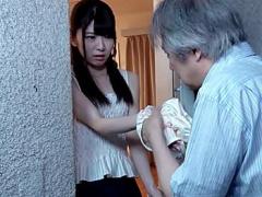 レイプ 隣人のおやじに犯される美少女! 部屋に忍び込み、飲料に薬を盛るゲ...