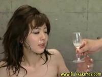 オマンコ、アナルに次々に中出しされ、垂れてきたザーメンをグラスに溜め...