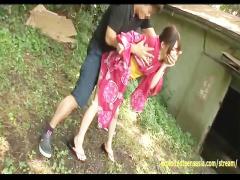 浴衣姿の女の子が外でおしっこしてたら男に無理やり挿入されて