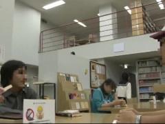 図書館で痴女JKにパンチラ誘惑で誘われてスゴイ吸い付きのバキュームフェ...