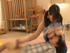 姉が働く保育園に行ったら優しく接してくれる巨乳の保母さんに勃起してま...