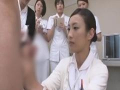 可愛い看護師お姉さんたちが患者の臭いチンポを手コキフェラで性欲処理レ...