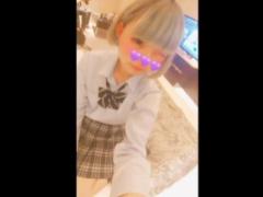 派手めな制服JKがおじさんとお金をもらってホテルからフェラ抜き円光撮影...