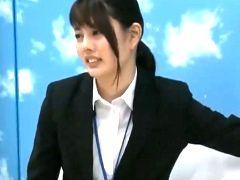SOD女子社員AD佐藤がまさかのマジックミラー号で処女喪失! ?