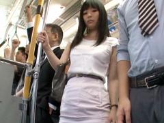 通勤バスでパン線くっきりのタイトスカートOLお姉さんのデカ尻を撫で回すwww