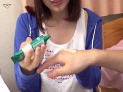 家庭教師にいやらしくハンドクリムを塗ってあげて誘惑する巨乳娘! !