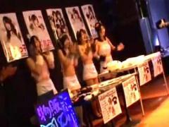 4人組アイドルユニット! 危険な痴漢に狙われて!