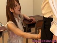 自分の色気で勃起しちゃった生徒を見てニヤリ 汗だくになってパコる淫乱教師