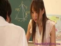 スケベな女教師と教室で汗だくになりながらの個人レッスン