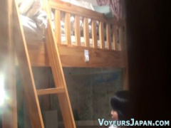 盗撮 二段ベッドの下で姉にバレないようにこっそりオナニーする女子校生の妹