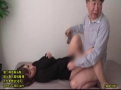 近親相姦 人妻 お義父さんVS息子の嫁 ラップ一枚挟んだエアーSEXが素股→ズ...