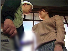ヘンリー塚本 これはやばい肉感的熟女! 庭で働いていた大工を誘惑してヤリ...