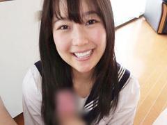 色白で笑顔が可愛らしいウブそうな女子校生はエッチなことが大好き! ハメ...