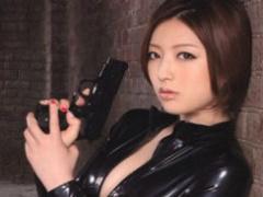悪の組織に囚われてしまった美人女捜査官、組織の男たちにレイプされてしまう