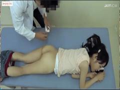 可愛いお尻に睡眠薬入りの注射を打たれ眠らされ異常性愛の医者に中出しさ...