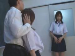 長身女子罵られる唾を吐きかけらる女子校生カップル彼氏のチン〇を強制フェラ