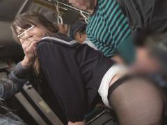満員バスでパンストを穿いた女子校生美少女JKにバイブをムリヤリ突っ込ん...