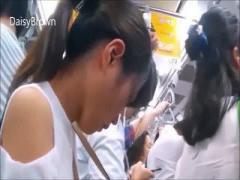 盗撮 ポニーテールの激カワ美少女を満員電車で襲っちゃうリアルな痴〇映像