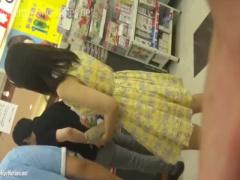 パンチラ カップル彼女撮り! 彼氏が隣にいてもデジカメで撮ったりローアン...