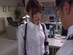 強く気高い女刑事が寂しさを紛らわすように上司にすがりつく
