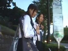 黒髪清楚系JK二人をバスで同時に痴漢して友達の前で見せつけレイプ!