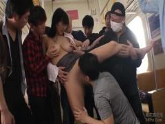 揉んだら母乳でるんじゃねえか?wと悪い男たちがノーブラ妻の乳にむしゃぶ...