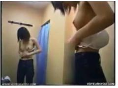 試着室に隠しカメラ設置で生配信で盗撮する生着替え動画w