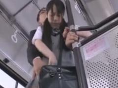 黒髪の弱気なJKをバス集団痴漢動画