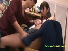 ツインテールの美少女JKが、誘惑して発情したイケメンの家庭教師に乳首や...