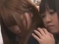 電車でレズ痴漢されちゃうJKの動画