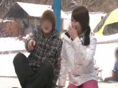 スキー場で声掛けしたカップルの美少女彼女をマジックミラーの中で寝取る