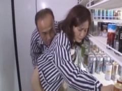 コンビニ店員やってる熟女って結構美人が多いですよねwwww ながえスタイル