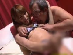 美人ギャル男の娘がジジイに乳首吸われながらセンズリしてフル勃起