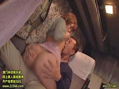 夜行バスで痴漢に襲われスローピストンでマ〇コを突かれてあえぎヴァギナ...