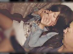 レイプ 夜行バスでヤラレちやうとも知らずにスヤスヤ睡眠中のお姉さんを痴...